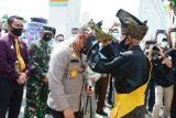 Kapolda Riau tiba di Negeri Junjungan disambut secara adat
