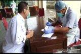 Seratusan anggota Bawaslu Surakarta tes cepat COVID-19