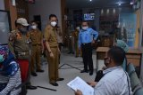 Penjabat Bupati Lampung Tengah cek protokol kesehatan masing-masing OPD