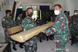 Lantamal VIII serahkan alat kesehatan ke Lanal Melonguane