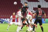 Gol bunuh diri Nicolas Tagliafico buat Liverpool curi poin penuh dari Ajax