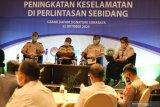 Peserta mengikuti Focus Group Discussion (FGD) di Surabaya, Jawa Timur, Kamis (22/10/2020). FGD yang digelar oleh PT Kereta Api Indonesia (Persero) bersinergi dengan Komite Nasional Keselamatan Transportasi (KNKT) membicarakan tentang Peningkatan Keselamatan di Perlintasan Sebidang. Antara Jatim/Didik/Zk