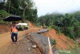 BPBD Flores Timur mengimbau warga antisipasi longsor dan banjir