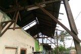 Puluhan rumah di Bekasi rusak diterjang puting beliung