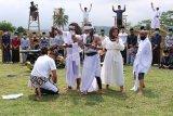 Sejumlah seniman komunitas Lima Gunung menampilkan pertunjukan seni bertajuk