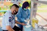 Pegawai dan WBP lapas Tanjung Pandan ikuti uji cepat COVID-19