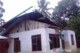 Rumah warga rusak berat diterjang badai