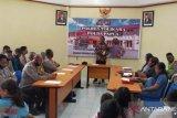Personel Polres Tolikara  diberikan kebutuhan rohani