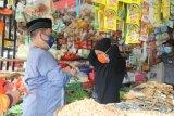 Sosialisasikan protokol kesehatan di Pasar Induk, Pjs Gubernur bagikan Masker