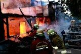 Sembilan rumah terbakar, satu orang meninggal