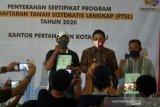 Plt Wali Kota Palu serahkan sertifikat tanah  PTSL