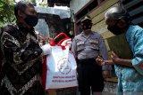 Nenek Sumirah warga Bandar Kidul dapat bantuan pangan dan uang dari Presiden Jokowi