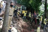 Bima Arya pimpin pengerukan material longsor sumbat gorong-gorong di Kota Bogor