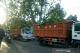 Pemkot Palembang mulai pangkas pohon antisipasi bencana  saat hujan