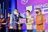 Pemkab Bantaeng raih penghargaan TPKAD dari OJK