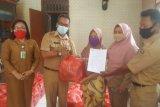 Penyerahan Bansos Sembako untuk warga terdampak COVID-19