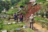 Pemkot Bandung ingatkan warga di bantaran sungai waspada bencana