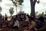 Santri yang meninggal tenggelam di Air Terjun Tibu Atas Narmada dimakamkan (Video)
