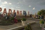 Kunjungan di Pantai Padang meningkat saat liburan