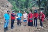 FPDI Perjuangan memberikan tali asih korban tanah longsor Kokap