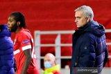 Mourinho ingin menganti 11 pemain Tottenham saat istirahat lawan Antwerp