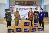 Bank Mandiri Sorowako serahkan bantuan APD ke GTPP Lutim