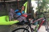 Cara warga Batam nikmati liburan, pasang hamok di rumah