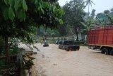 Jalur selatan Jateng sempat tersendat akibat banjir di Lumbir Banyumas