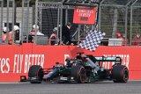 Lewis Hamilton juara di Imola, Mercedes kunci gelar konstuktor ketujuh