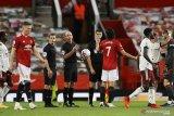 Gol perdana Cavani bawa MU menang telak atas Everton