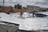 Belasan  Atap Rumah Warga Rusak Akibat Angin Puting Beliung