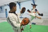 Atlet cabang olahraga Tarung Derajat Ainun Kuswandi mengikuti sesi latihan di Gedung KNPI, Kabupaten Garut, Jawa Barat, Selasa (20/10/2020). Latihan rutin tersebut digelar guna menjaga daya tahan fisik dan melatih daya ledak jelang menghadapi Pekan Olahraga Nasional (PON) XX di Papua 2021 mendatang. ANTARA FOTO/Candra Yanuarsyah/agr/hp.