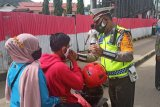 Operasi Zebra Matoa Papua berikan masker ke pengendara
