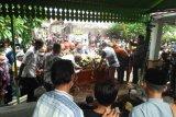 Ratusan pelayat mengiringi pemakaman Dalang Ki Seno Nugroho