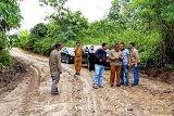 Dinas PUPR Barut perbaiki kerusakan jalan di Km 34 Simpang Benangin