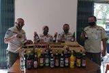 Gelar razia, Satpol PP sita puluhan botol minuman beralkohol dagangan perangkat desa