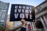 Deklarasi kemenangan Trump ditolak sebagian besar rakyat AS