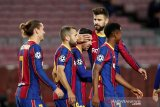 Gerard Pique minta Messi bertahan di Barcelona