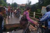 Jembatan alternatif di Lubuk Batang OKU sudah  bisa dilewati kendaraan