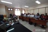 DPRD Kulon Progo menemui Aliansi Rakyat Menolak Perubahan Perda PBB P2