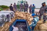 TNI AL tangkap kapal angkut elektronik dan bahan tekstil impor ilegal senilai Rp20 miliar