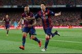 Dani Alves anggap Messi sama besarnya dengan Barca