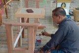 Legislator Gumas manfaatkan limbah kayu jadi lemari dan meja