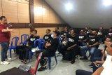 Tingkatkan wawasan, SIWO PWI Kalteng adakan 'coaching clinic' sepak bola