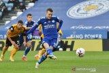 Penalti Jamie Vardy antar Leicester City naik ke puncak klasemen sementara