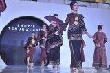 Tenun Sumsel di Palembang Fashion and Food Festival