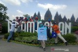 Satgas COVID-19 BUMN membagikan 1.000 masker di Candi Prambanan