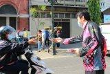 Gowes bareng, Smartfren berbagi masker di Semarang