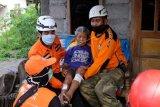 Warga kelompok rentan di lereng Gunung Merapi mulai diungsikan