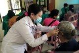 Poltekes Kupang gelar pengobatan gratis bagi lansia